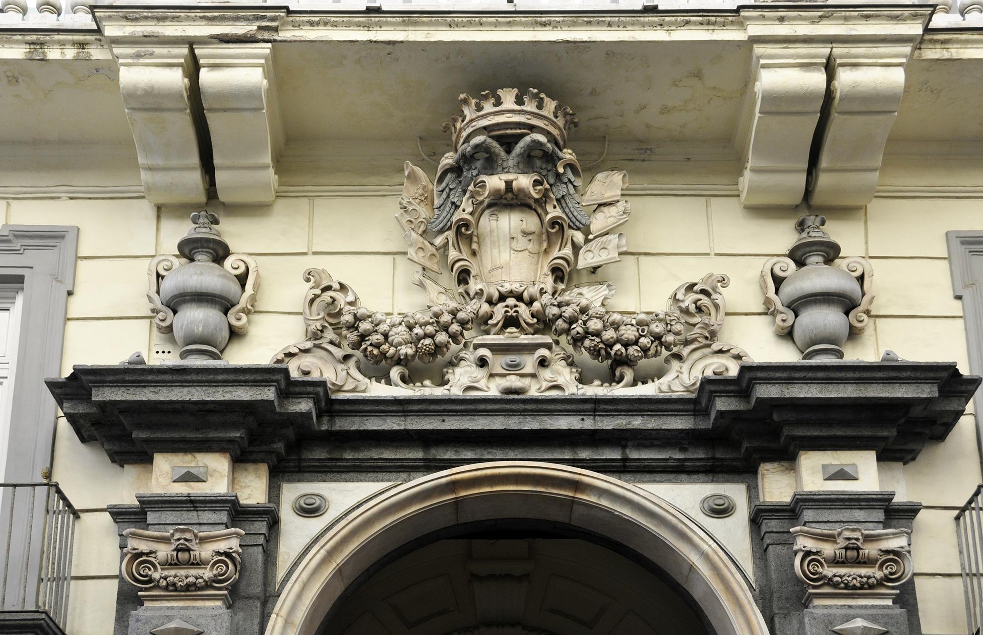 -Palazzo Zevallos di Stigliano - dettaglio del portone ... 7a2b6c463c99e